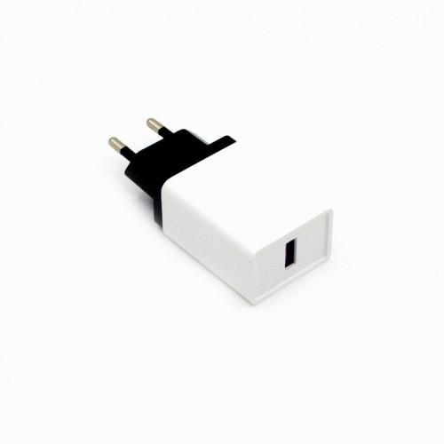 Зарядное устройство USB QC3.0 от электрической сети KS-is Qitii (KS-364)